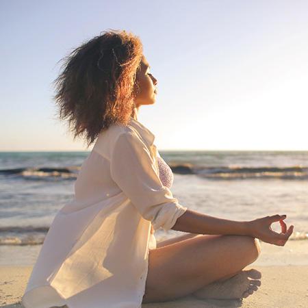 東京湾を眺める会場で「マインドフルネス瞑想」を体験しませんか?